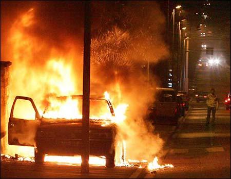 110505_france_rioting4.jpg